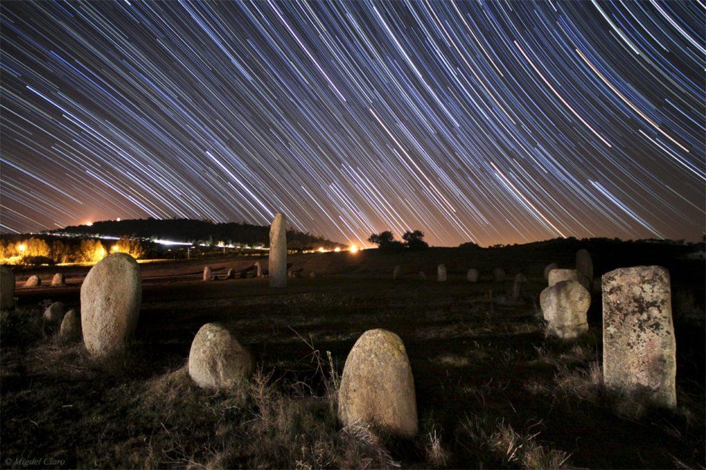 Monumento megalítico em Monsaraz, incluído na Reserva Dark Sky Alqueva (crédito: Miguel Claro).